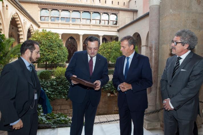El presidente recibe al embajador de la República de Armenia en